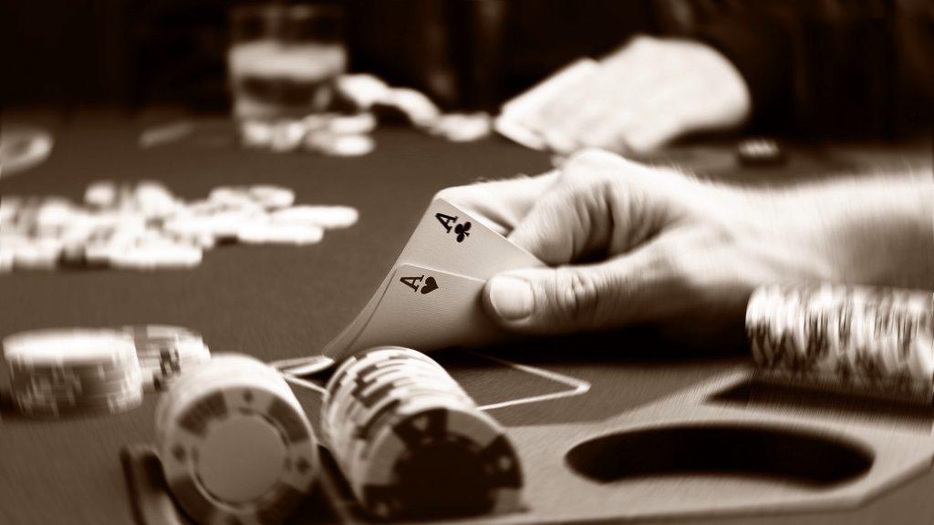 Online Pokerace99